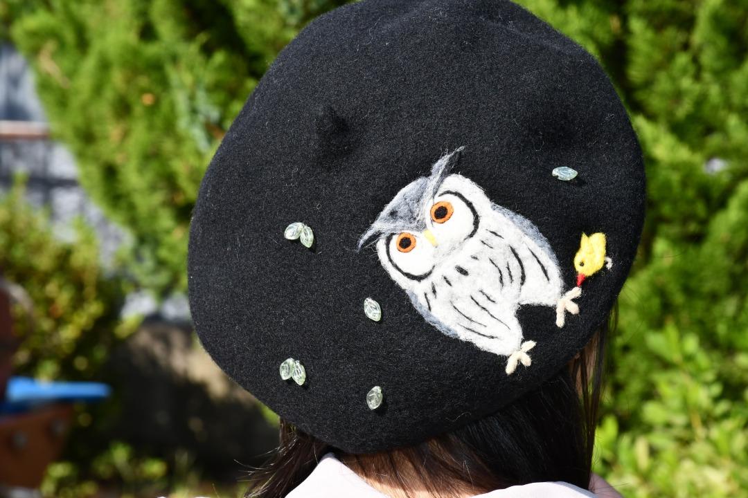アフリカオオコノハズクのベレー帽