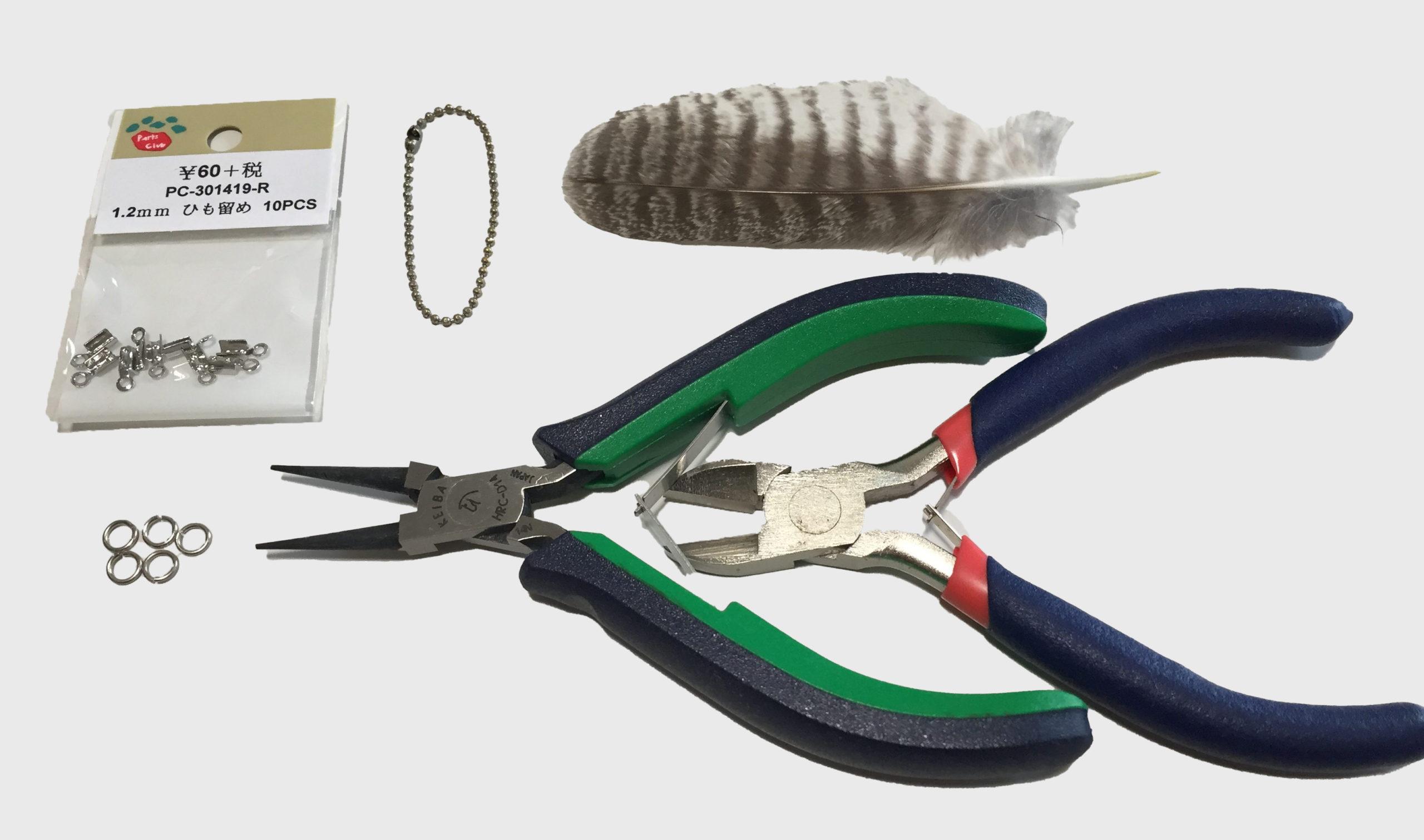 ハンドメイドの羽根アクセサリーを作る道具